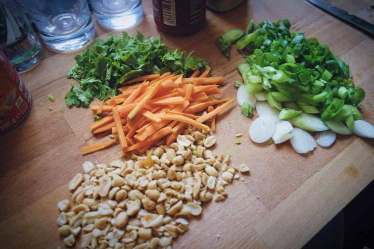 Ingredienser för veganska pad thai pommes