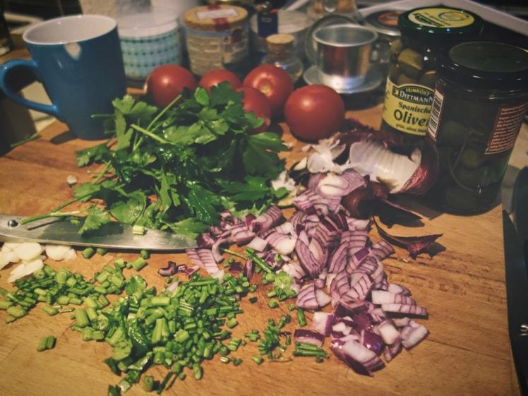 Hackade grönsaker inför matlagning