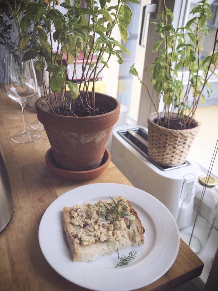 smörgås med kikärtspålägg