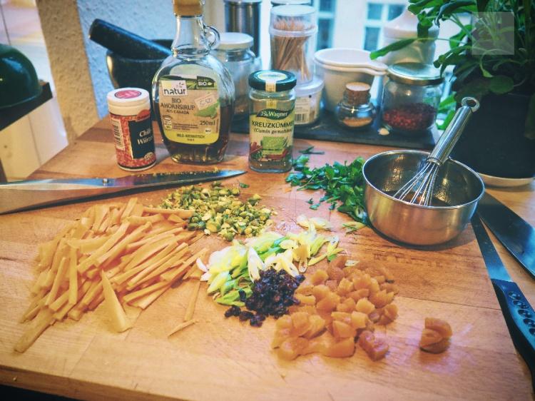 vegansk quinoasallad med kikärter och morötter