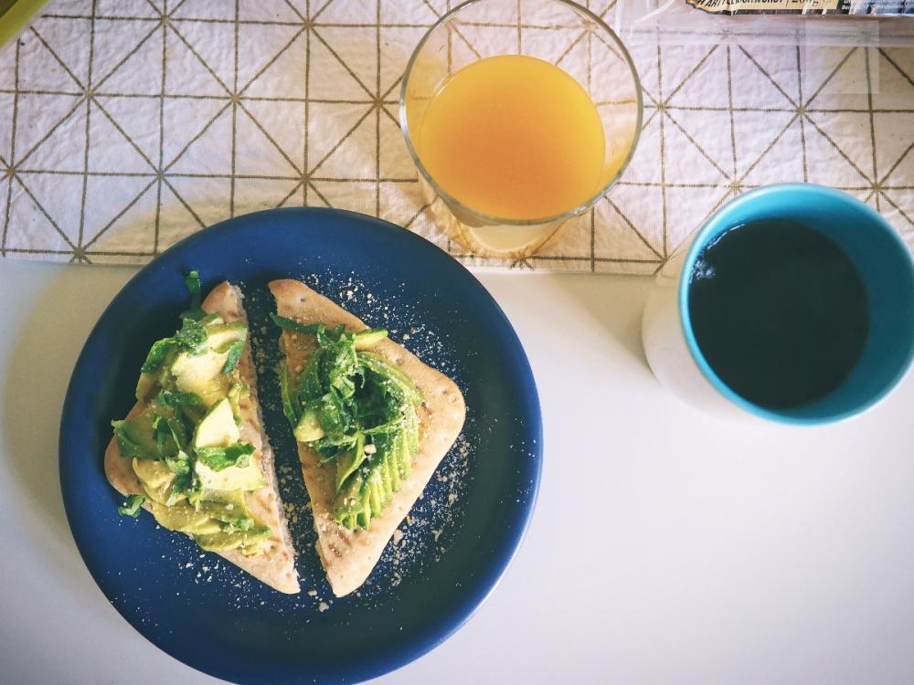 vegansk parmesan på avokadotoast