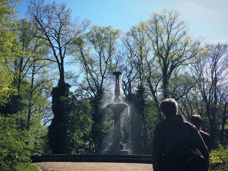 På väg mot fontänen